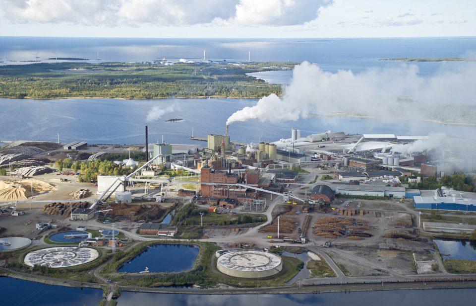 Kuva 2. Stora Enso Kemin Veitsiluodon tehdas on yksi Meri-Lapin teollisuustoimijoista.