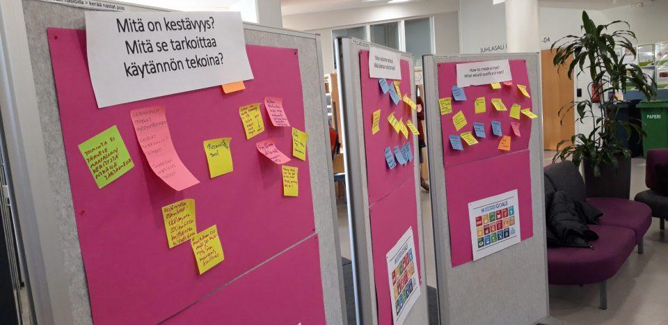 Kuva 2: Sustainability Open Space Café ja kehittämisajatusten keräys.